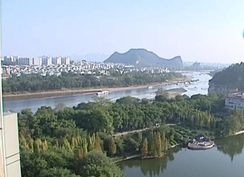 """市民感受:桂林这些年的变化以及对""""两会""""的期待"""