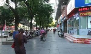 市创城办检查组暗访市区大商场及周边市容环境